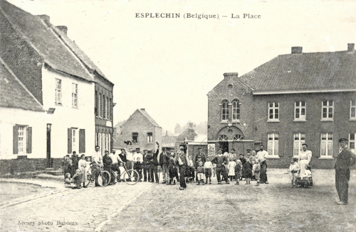 ESPLECHIN - La place - Accary Photo Baisieux - Oblitération 29 9 1908 - Coordonnées GPS • Nord : 50 34 23 • Est : 3 18 16