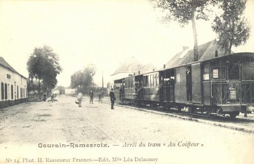 """GAURAIN-RAMECROIX - Arrêt du tram """"Au Coiffeur"""" - Phot. H. Rasseneur, Frasnes, édit. Léa Delaunoy - Coordonnées GPS • Nord : 50 35 46 • Est : 3 28 11"""