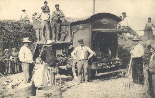 MARQUAIN - photo carte, batteuse Bresous frères à Marquain