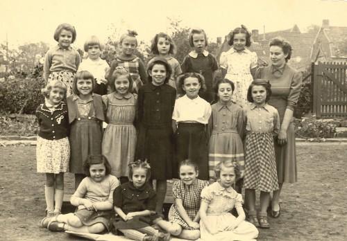 Orcq école communale des filles, classe unique vers 1954