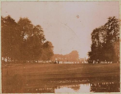 Photo de 1907 montrant à gauche le massif des 5 hêtres sur fond d'autres essences.