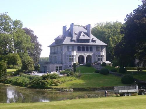 Un des trois hêtres classés se trouve près du château