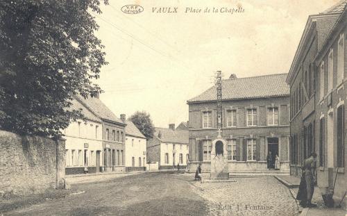 VAULX - place de la Chapelle - édit J. Fontaine - Coordonnées GPS • Nord : 50 35 26 • Est : 3 25 46