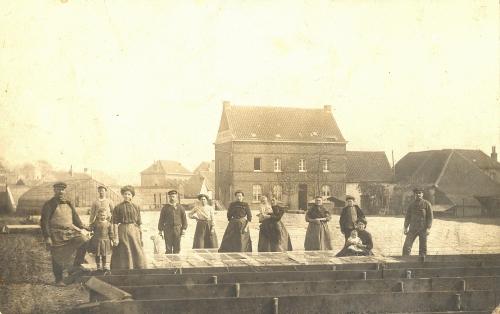 WARCHIN - famille Souris, maîchers - photo-carte - oblitération 12 4 1912 - Coordonnées GPS • Nord : 50 36 30 • Est : 3 25 12