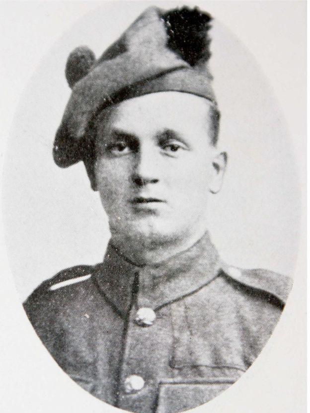 Orcq.be - soldat Andrew Webb avait 22 ans lorsqu'il est mort à Orcq dans les dernières semaines de la guerre